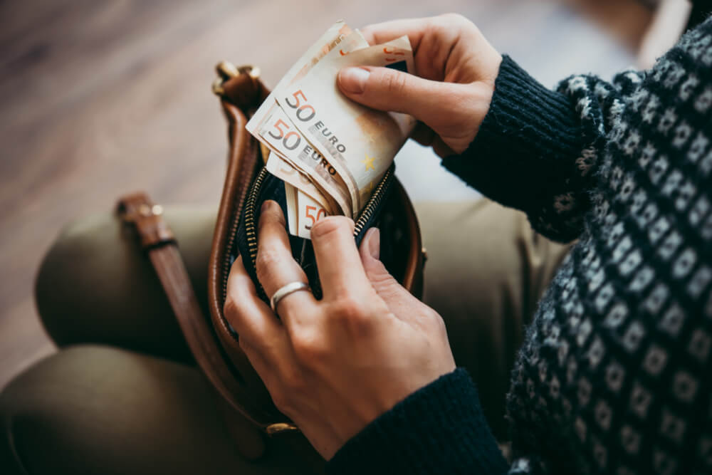 Setelit lompakossa