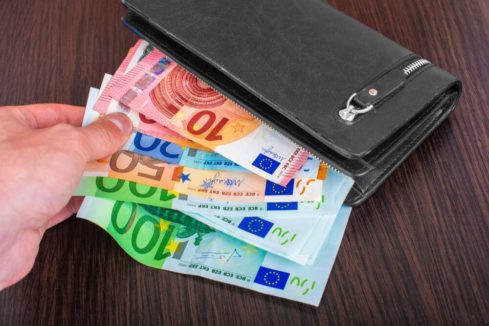 Vihdoin rahaa lompakossa